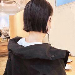 ミニボブ モード 赤髪 切りっぱなしボブ ヘアスタイルや髪型の写真・画像
