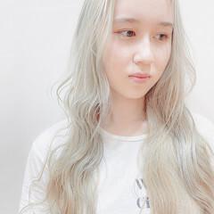 ブリーチカラー ホワイトブリーチ フェミニン ホワイト ヘアスタイルや髪型の写真・画像