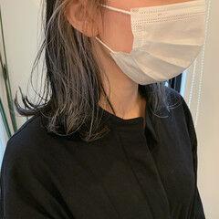 ミディアム インナーカラーホワイト インナーカラー ブルーブラック ヘアスタイルや髪型の写真・画像