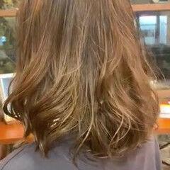 ナチュラル ヘルシースタイル ゆるふわパーマ ミディアム ヘアスタイルや髪型の写真・画像