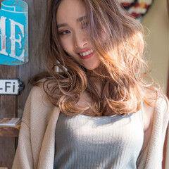 セミロング アンニュイほつれヘア 透け感アッシュ 海系 ヘアスタイルや髪型の写真・画像