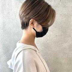 ミルクティーベージュ ナチュラル ショートヘア インナーカラー ヘアスタイルや髪型の写真・画像