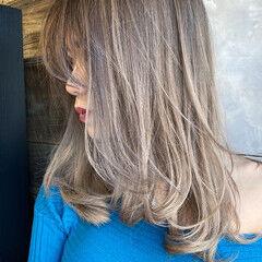 バレイヤージュ ハイライト セミロング エアータッチ ヘアスタイルや髪型の写真・画像