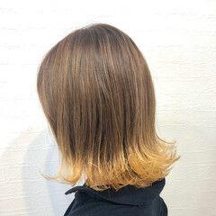 ハニーイエロー コテ巻き 波巻き イエローベージュ ヘアスタイルや髪型の写真・画像