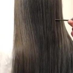 ナチュラル ロング オリーブカラー 髪質改善トリートメント ヘアスタイルや髪型の写真・画像