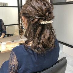 ミディアム お呼ばれヘア ナチュラル ふわふわヘアアレンジ ヘアスタイルや髪型の写真・画像