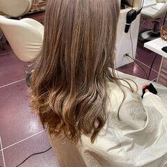 ロング フェミニン ミルクティーベージュ ダブルカラー ヘアスタイルや髪型の写真・画像