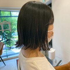 オリーブベージュ オリーブグレージュ ナチュラル 切りっぱなしボブ ヘアスタイルや髪型の写真・画像