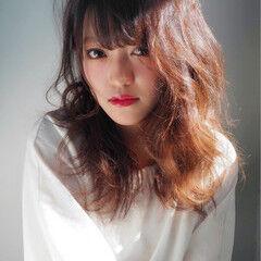 フリンジバング デート セミロング ガーリー ヘアスタイルや髪型の写真・画像