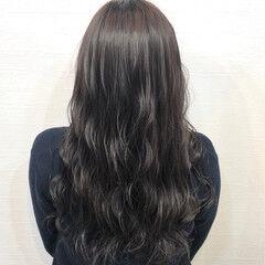 ロング 波ウェーブ グレージュ 暗髪 ヘアスタイルや髪型の写真・画像