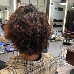 束感 ウルフカット ショート メンズパーマ ヘアスタイルや髪型の写真・画像