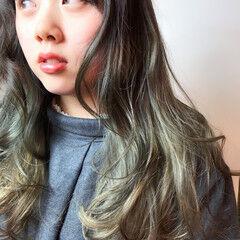 グラデーションカラー ガーリー ゆるウェーブ アッシュグレイ ヘアスタイルや髪型の写真・画像