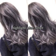 グレー バレイヤージュ シルバーグレイ ヘアカラー ヘアスタイルや髪型の写真・画像