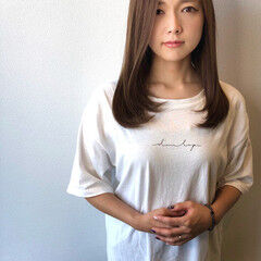 セミロング ヌーディーベージュ マット シアーベージュ ヘアスタイルや髪型の写真・画像