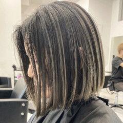 エアータッチ グレージュ ミディアム バレイヤージュ ヘアスタイルや髪型の写真・画像