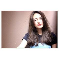 ナチュラル ロング 卵型 アッシュ ヘアスタイルや髪型の写真・画像