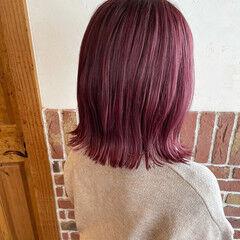 ベリーピンク ガーリー ラベンダーピンク 切りっぱなしボブ ヘアスタイルや髪型の写真・画像