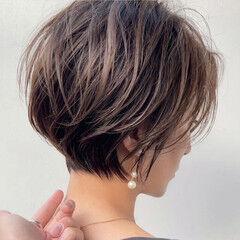 ショート ハンサムショート ナチュラル 切りっぱなしボブ ヘアスタイルや髪型の写真・画像