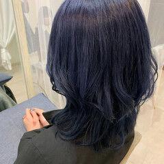 ネイビーカラー ウルフカット ブリーチカラー ミディアム ヘアスタイルや髪型の写真・画像