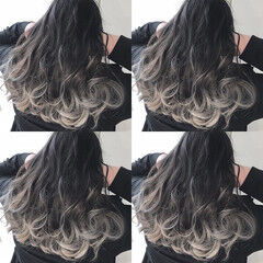 シルバーアッシュ アッシュグレージュ ナチュラル グラデーションカラー ヘアスタイルや髪型の写真・画像