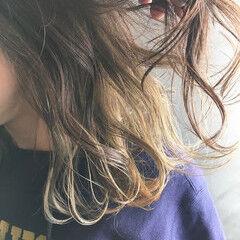 モノトーン セミロング ナチュラル インナーカラー ヘアスタイルや髪型の写真・画像