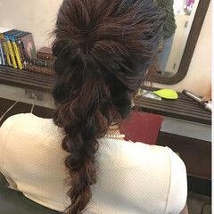 ナチュラル 編み込み ロング ローポニーテール ヘアスタイルや髪型の写真・画像