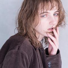 モード ミディアム グラデーションカラー 波ウェーブ ヘアスタイルや髪型の写真・画像