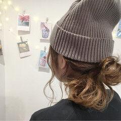 ニット ミディアム ヘアアレンジ ナチュラル ヘアスタイルや髪型の写真・画像