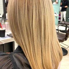 ミディアム クリームブロンド ブロンド プラチナブロンド ヘアスタイルや髪型の写真・画像