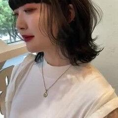 ニュアンスウルフ ミディアム ウルフ女子 ワイドバング ヘアスタイルや髪型の写真・画像