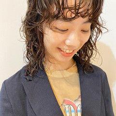 パーマ 個性的 ウェーブヘア ウルフパーマ ヘアスタイルや髪型の写真・画像