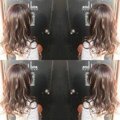 ナチュラル セミロング グレージュ 暖色系グレージュ ヘアスタイルや髪型の写真・画像