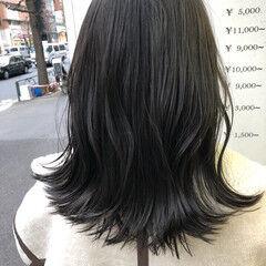 ミディアム アッシュグレー ナチュラル 艶髪 ヘアスタイルや髪型の写真・画像