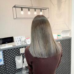 ブリーチオンカラー 外国人風カラー ミディアム グレージュ ヘアスタイルや髪型の写真・画像