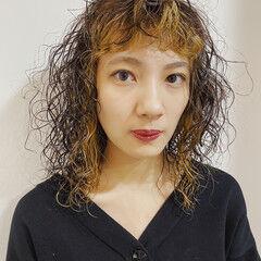 ミディアム 無造作パーマ 前髪パーマ モード ヘアスタイルや髪型の写真・画像