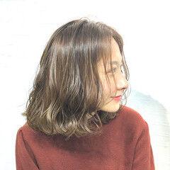 アッシュベージュ ミディアム ナチュラルグラデーション 色持ち ヘアスタイルや髪型の写真・画像