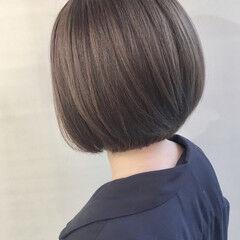 ボブ 透明感カラー スモーキーアッシュ アッシュベージュ ヘアスタイルや髪型の写真・画像