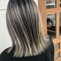 ストリート グレー ミディアム ブリーチカラー ヘアスタイルや髪型の写真・画像