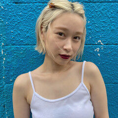 ホワイトグレージュ 透明感カラー シアーベージュ ナチュラル ヘアスタイルや髪型の写真・画像