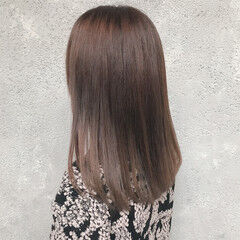 ベージュ ナチュラル シンプル 縮毛矯正 ヘアスタイルや髪型の写真・画像