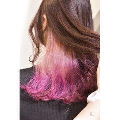 インナーカラー ラズベリーピンク イヤリングカラー インナーピンク ヘアスタイルや髪型の写真・画像
