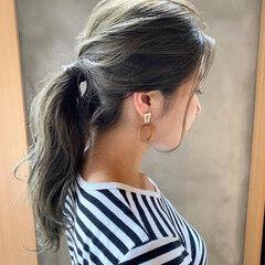 ナチュラル くすみベージュ 透明感カラー ヘアアレンジ ヘアスタイルや髪型の写真・画像