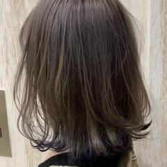 ミルクティーアッシュ 切りっぱなしボブ ミディアム デニム ヘアスタイルや髪型の写真・画像