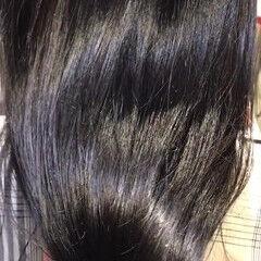 ブルーブラック oggiotto インナーカラー赤 秋冬スタイル ヘアスタイルや髪型の写真・画像