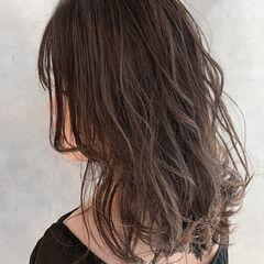 シースルーバング アンニュイほつれヘア アッシュベージュ グラマラス ヘアスタイルや髪型の写真・画像