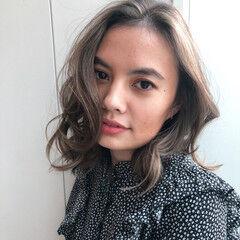 外国人風 ミディアム 3Dカラー ナチュラル ヘアスタイルや髪型の写真・画像