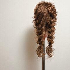 編みおろしツイン フェミニン 編み込みヘア ツイン ヘアスタイルや髪型の写真・画像