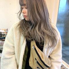 ミルクティーグレージュ ロング ミルクティー ダブルカラー ヘアスタイルや髪型の写真・画像