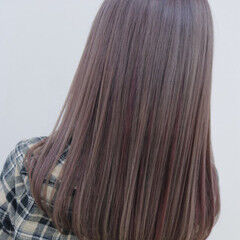 セミロング グラデーションカラー ベリーピンク 外国人風 ヘアスタイルや髪型の写真・画像