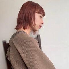 伸ばしかけ 切りっぱなしボブ オレンジカラー ブリーチカラー ヘアスタイルや髪型の写真・画像